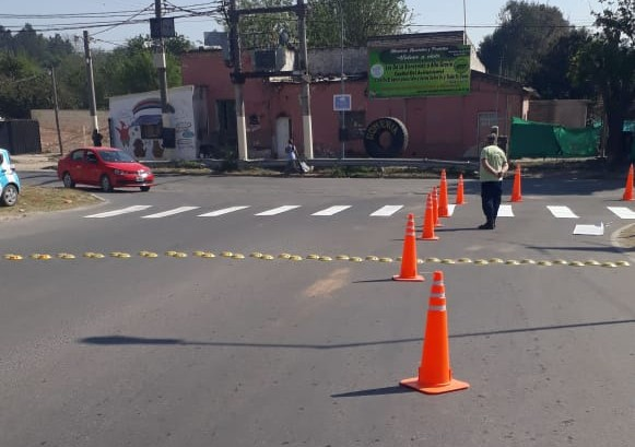 Trabajos de señalización y colocación de reductores de velocidad en Barrio Villa Oviedo