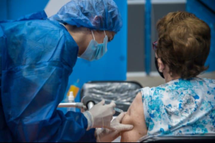 """Vacunación Covid 19 en los dispensarios y convocatoria """"puerta a puerta"""""""