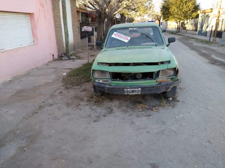 Continúa la remoción de vehículos abandonados y mal estacionados de la vía pública