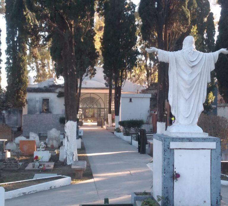 Trabajos de mantenimiento en el Cementerio Municipal